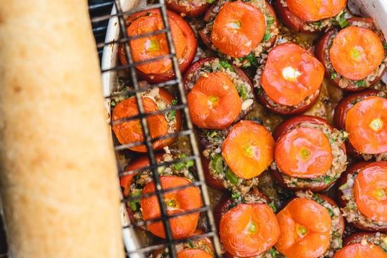 Bagte Tomater med perlebyg og gedeost
