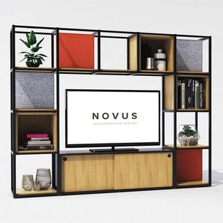 Novus stands from front