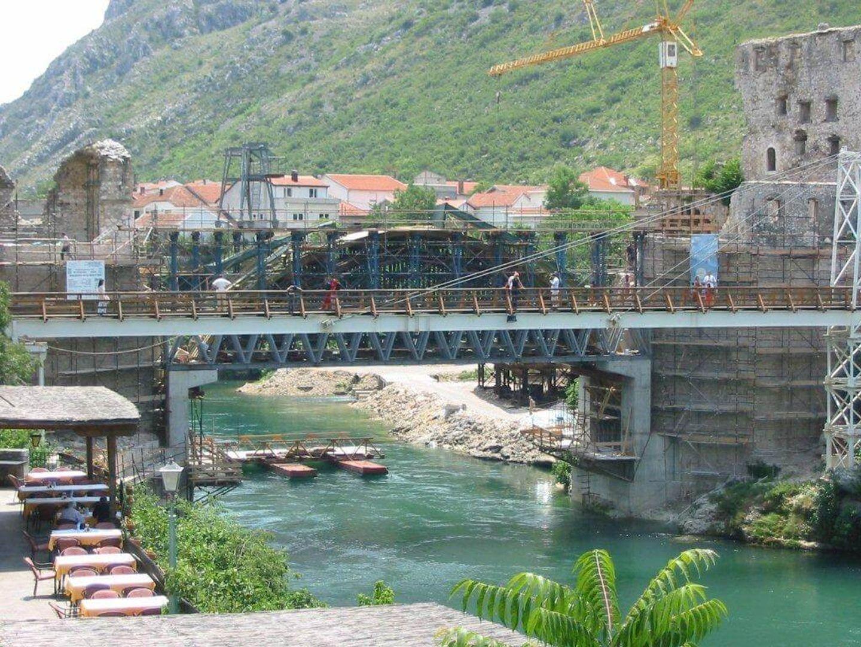 De heropbouw van de Oude Brug in 2003 (voltooid sedert 2004)