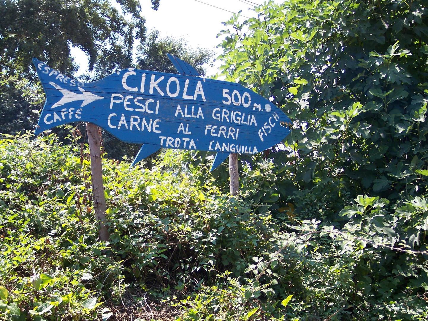 De wegwijzer naar rivierterras Cikola
