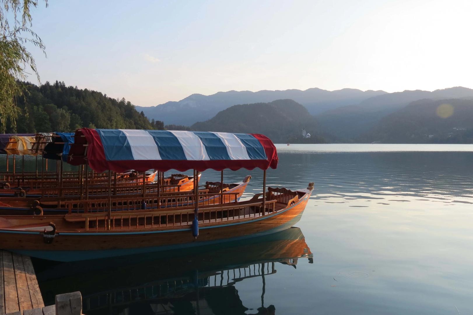 Bootjes aan het meer van Bled