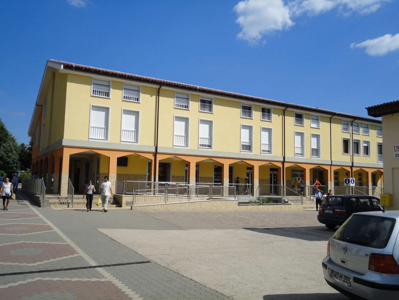 Het informatiecentrum bevindt zich bij de wegwijzer