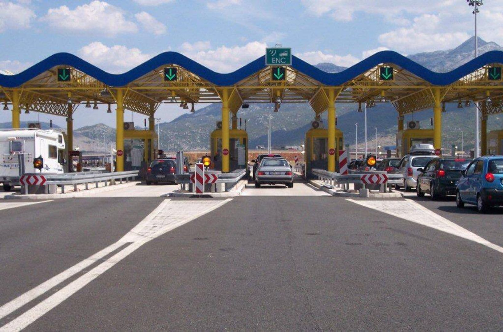 Tolhuisjes bij het verlaten van de snelweg in Kroatië