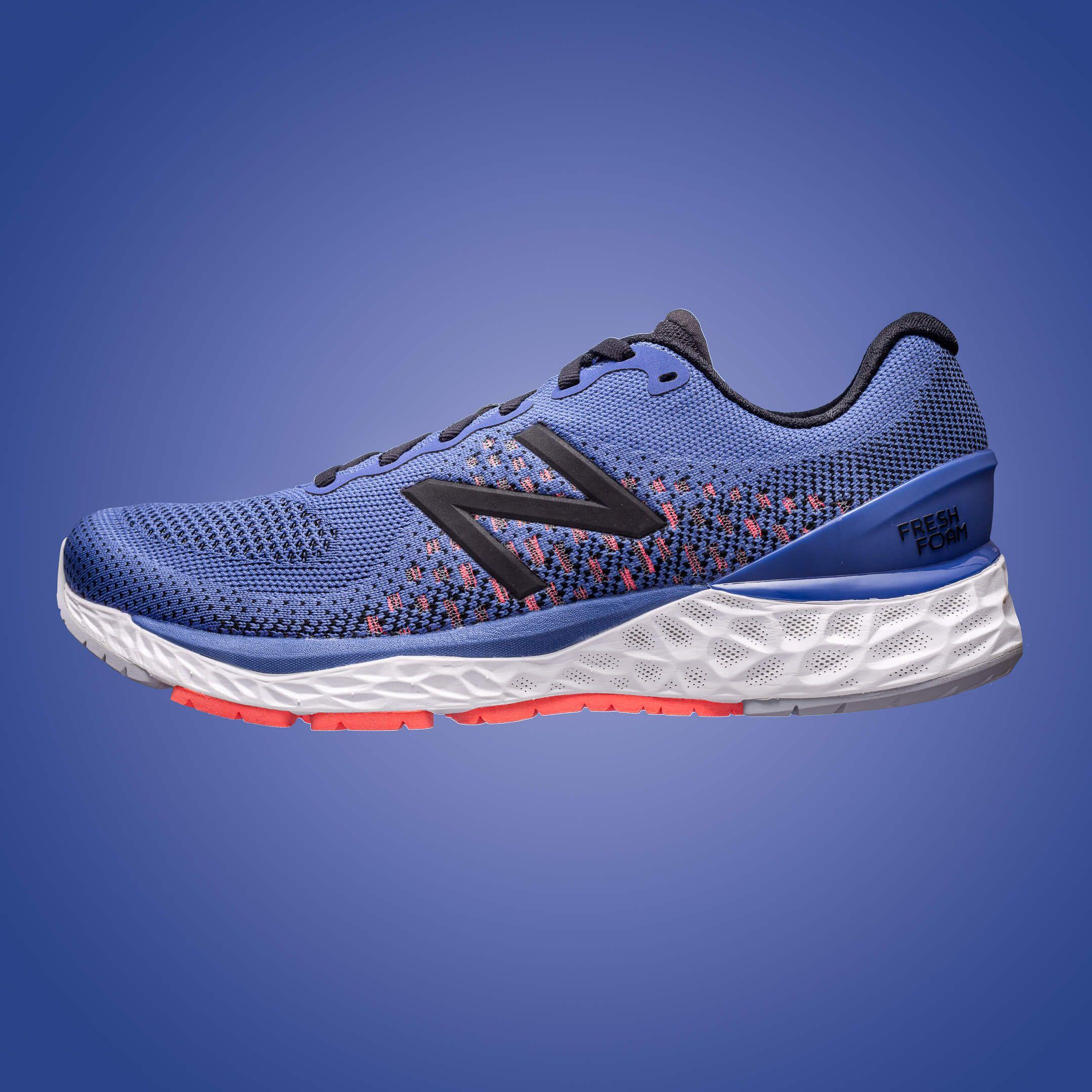 Aranżowane zdjęcie reklamowe butów sportowych