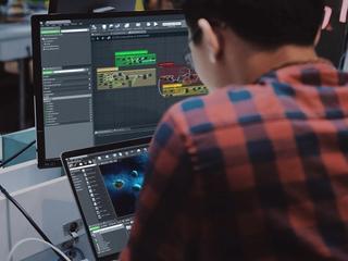 Un développeur utilise Unreal Engine afin de développer un jeu de réalité virtuelle