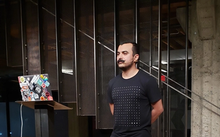 Lucho Suarez presenting