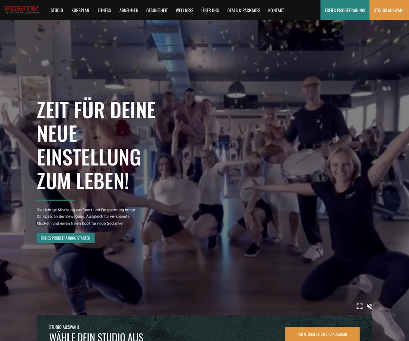 The frontpage of Positive Fitness with a lot of happy people