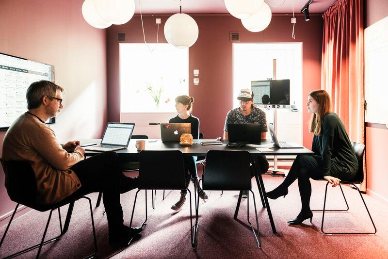 Fyra personer i ett möte