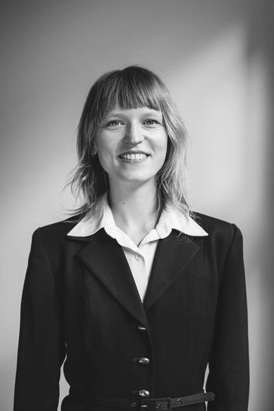 Irina Passade ist als Wirtschaftsjuristin in unserem Berliner Büro tätig und gehört der Praxisgruppe Steuerrecht bei Hopkins an.