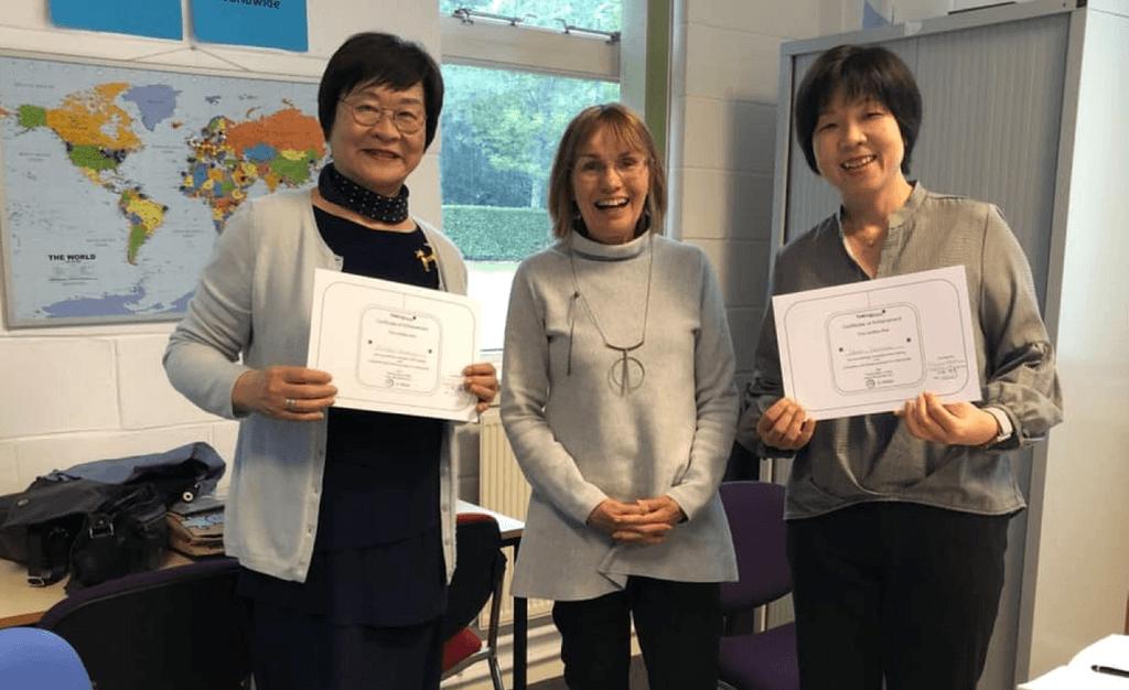2019年6月にトーキングマット本社において、基礎研修修了証を受け取ったSDM-Japanメンバー
