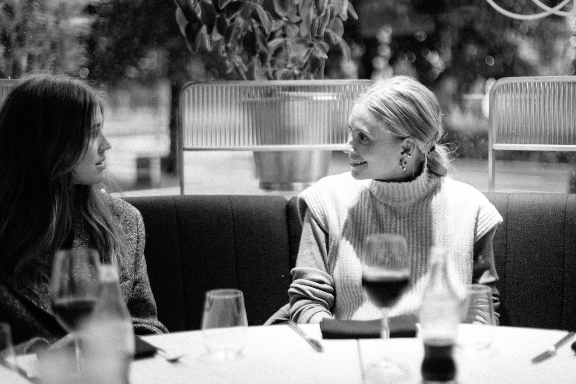 Darja Barannik og Tine Andrea spiser lunsj på Code Restaurant
