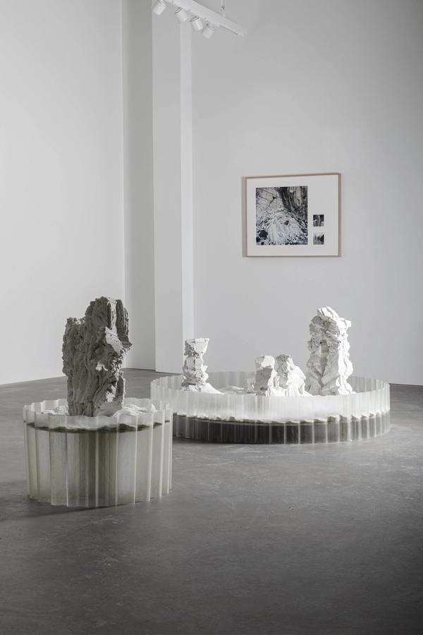 Utstilling hos Kösk: On Powdered Ground — Monica Flakk