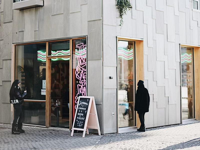 Disse caféene og restaurantene holder åpent