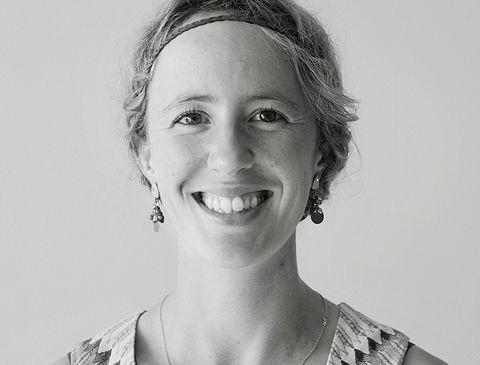 Photo du Docteure Mathilde Sarlabous, spécialiste en chirurgie buccale & maxillo-faciale pour la clinique de Maxillo Québec.