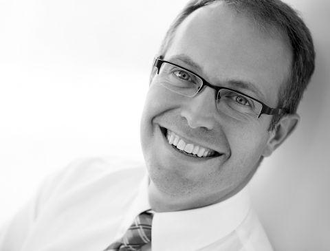 Photo du Docteur Steve Tremblay, spécialiste en médecine buccale et en pathologie buccale & maxillo-faciale pour la clinique de Maxillo Québec