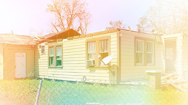Hurricane Laura ripped the roof of this home in Lake Charles. Photo: 2C2K Photography, modified under CC BY 2.0.