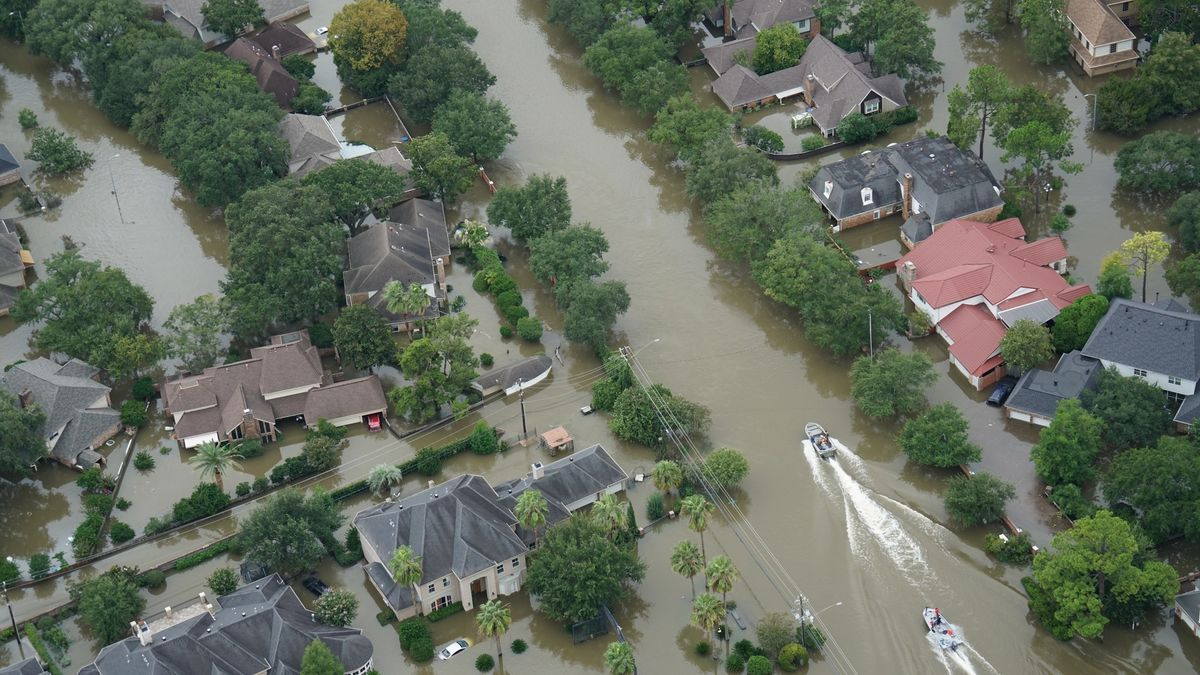 After the heavy rains hit Houston, eight area plants shut down, triggering a dangerous pulse of 1.3 million pounds of unpermitted air pollution. Photo: Karl Spencer.