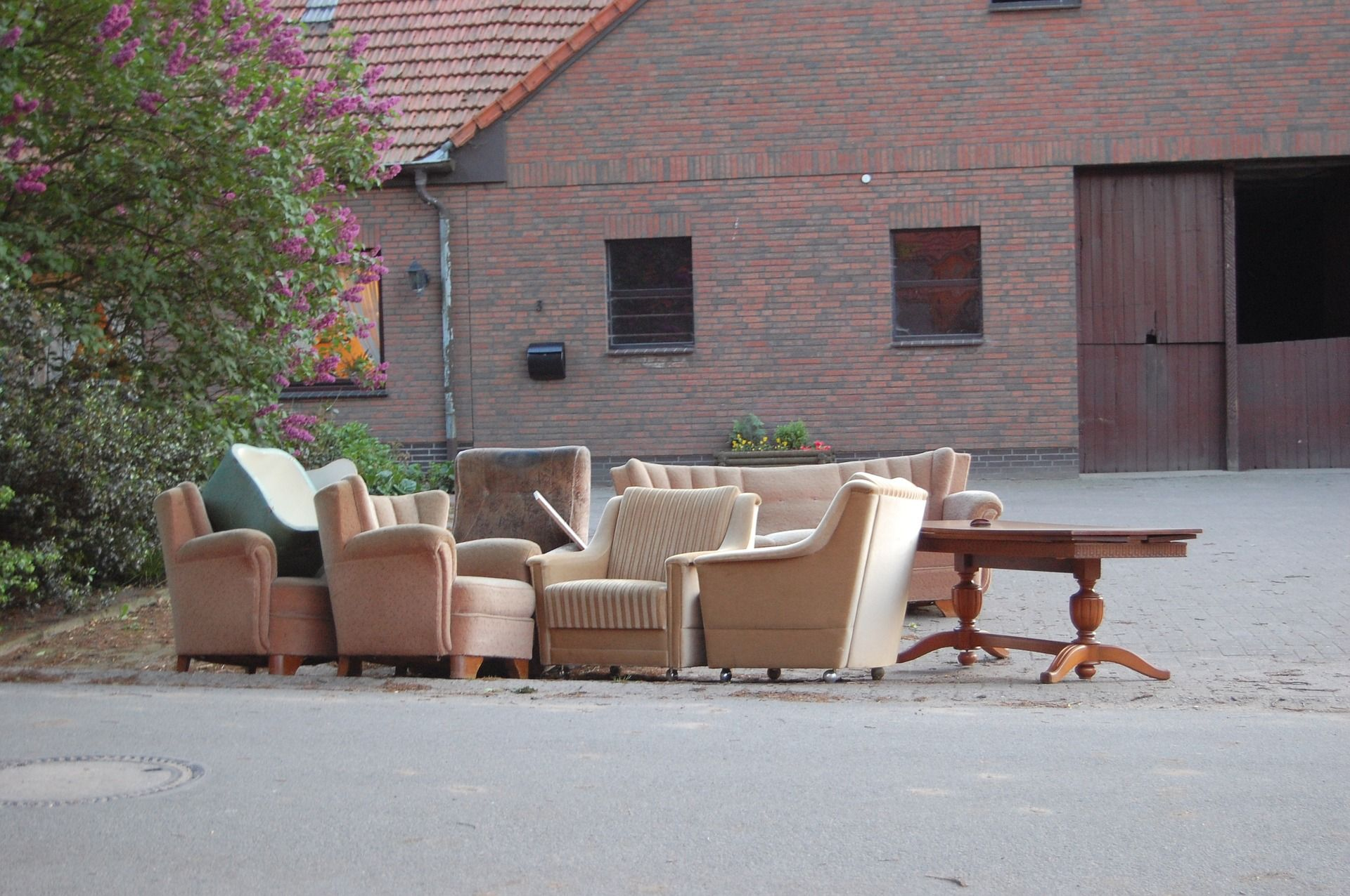 bulky-waste-items-on-the-street