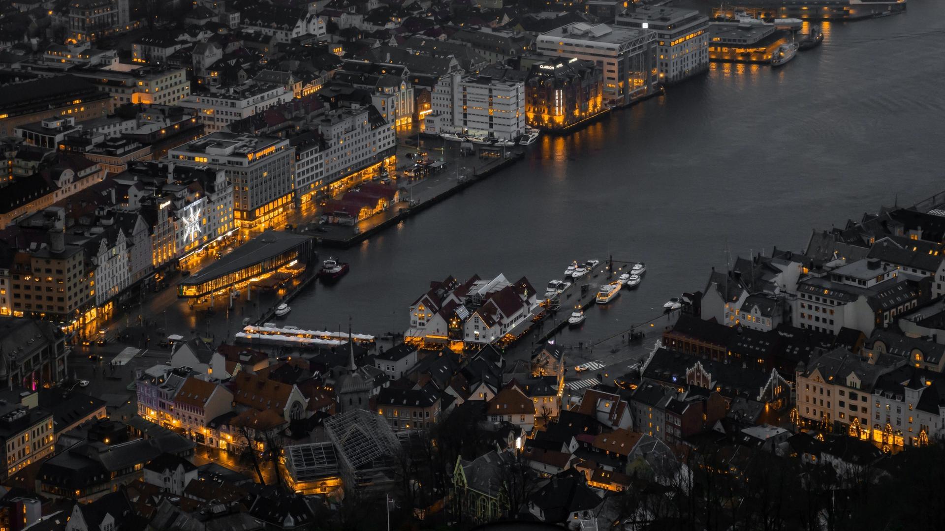Bergen sentrum på kveldstid
