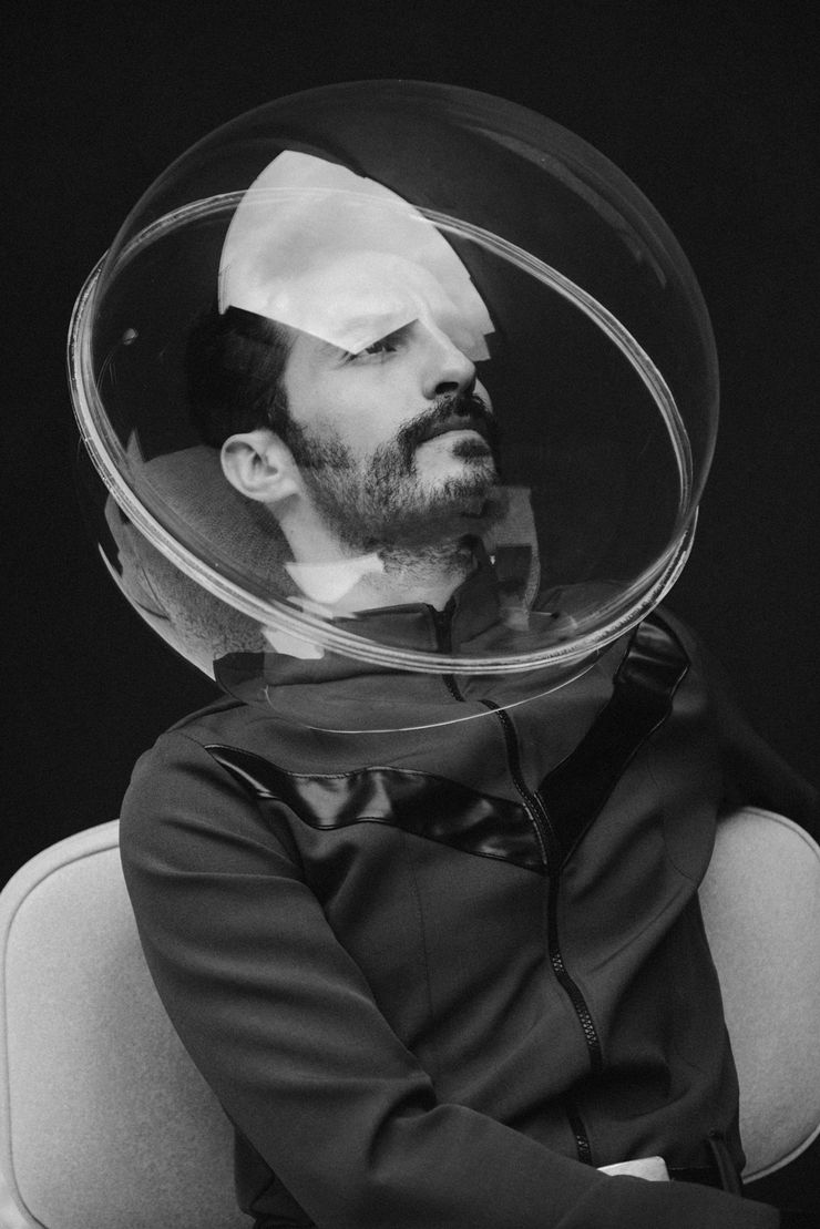 Man in space II - Arquetipo Estudio