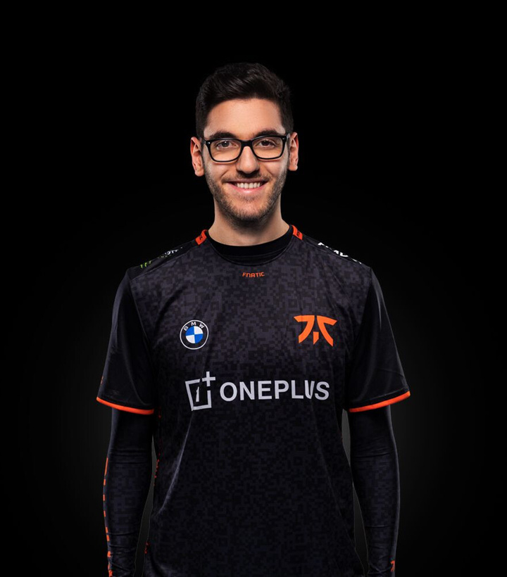 Nisqy Signs for Fnatic