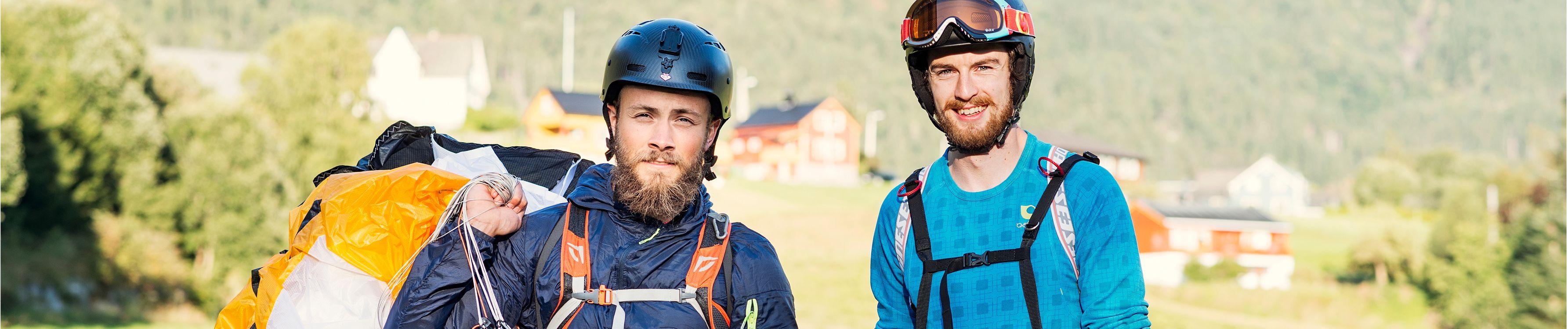 Illustrasjonsbilde: To menn med fallskjerm