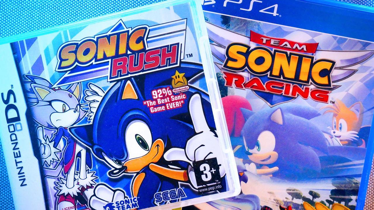 Po lewej: Sonic Rush, proj. Akinori Nishiyama; po prawej: Team Sonic Racing, proj. Takashi Iizuka