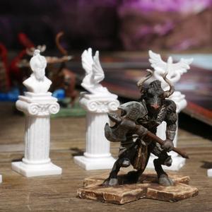 Pomalowana figurka Minotaura i artefakty (Cyklady: Tytani)