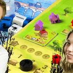 Kamis i Madzia; w tle gry planszowe