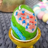 Nie wszyscy wiedzą, że wielkanocną tradycją Kamisa jest malowanie zbyt ambitnych jak na jego umiejętności jajek (i spędzanie...