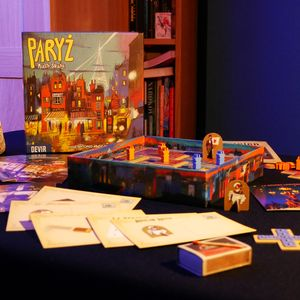 Pudełko oraz inne elementy (Paryż: Miasto Świateł)