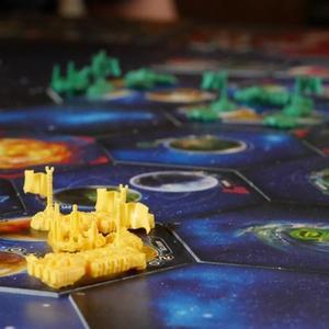 Zbliżenie na pole zajęte przez żółtego gracza (Twilight Imperium: Fourth Edition)
