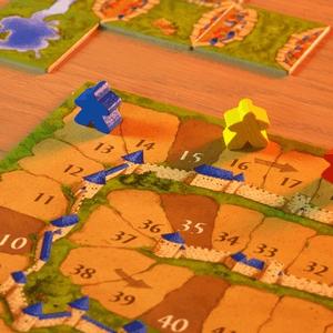 Pionki na planszy do podliczania punktów (Carcassonne)