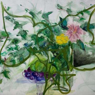 Ciruelas, peras, hojas de hiedra y flores