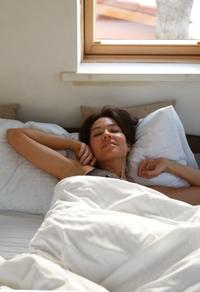 Woman in bed | waking up | what is circadian rhythm | Proper