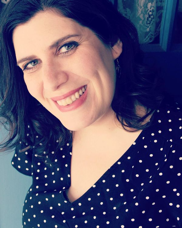 Smiling woman with brown hair wearing a polka dot blouse | Rebecca | Proper sleep coach