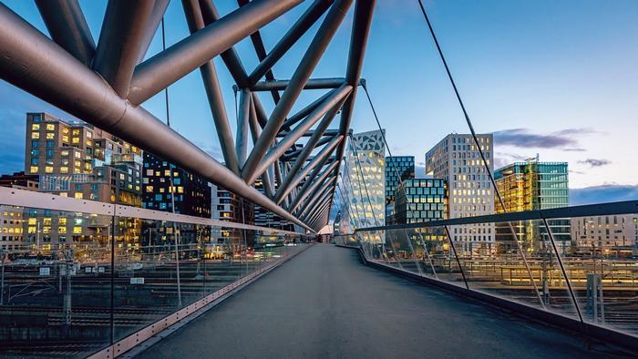 Bro som fører til Barcode i Bjørvika, Oslo.