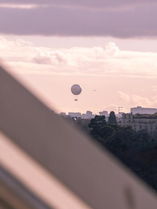 Balloon in the haire