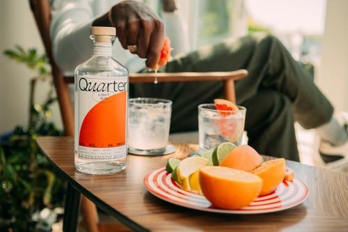 Quarter. (Copyright 2020). Design: Duzi Studio.