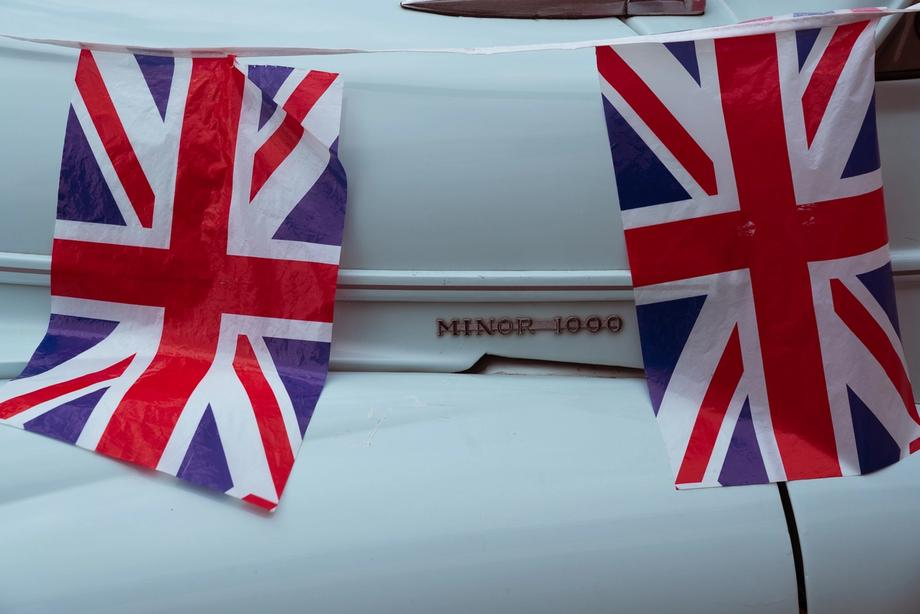 Land of Hope and Morris Minors