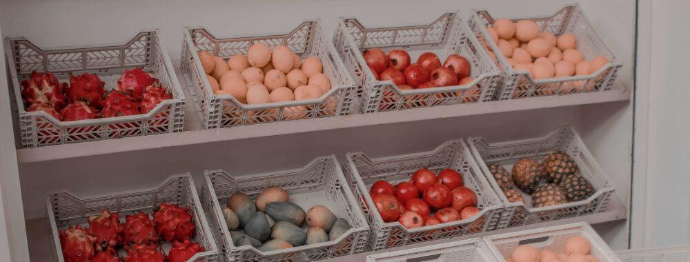 What is Docker: Docker bundles software like plastic containers bundle fruits.