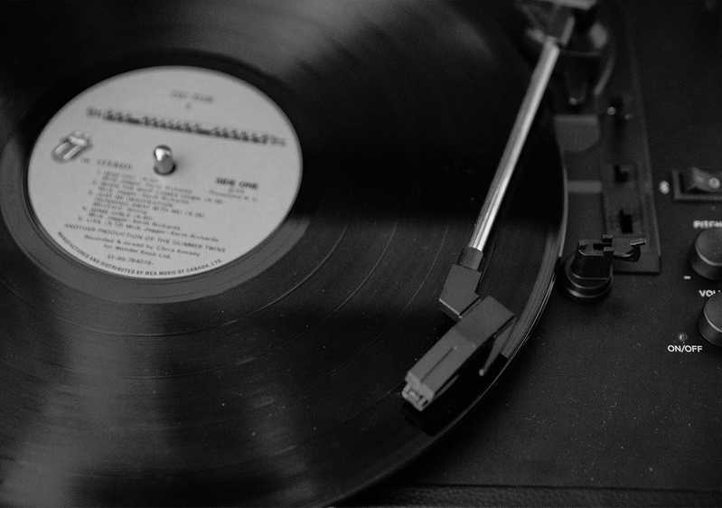 The record player's needle sits near the outer edge of a potential Musicfox artist release vinyl.