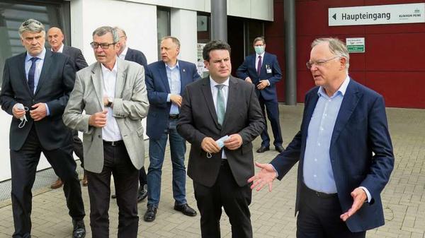 Sanierung von Kliniken, Restrukturierung, Bundesminister Hubertus Heil spricht Lob aus,