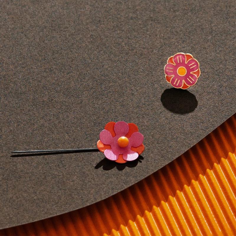 Singelblomma med pin
