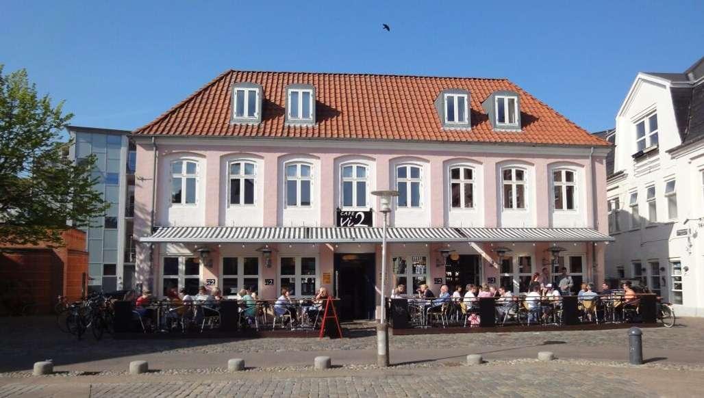 Cafe Vi2 er et populært samlingssted i Aalborg. Foto: VisitAalborg