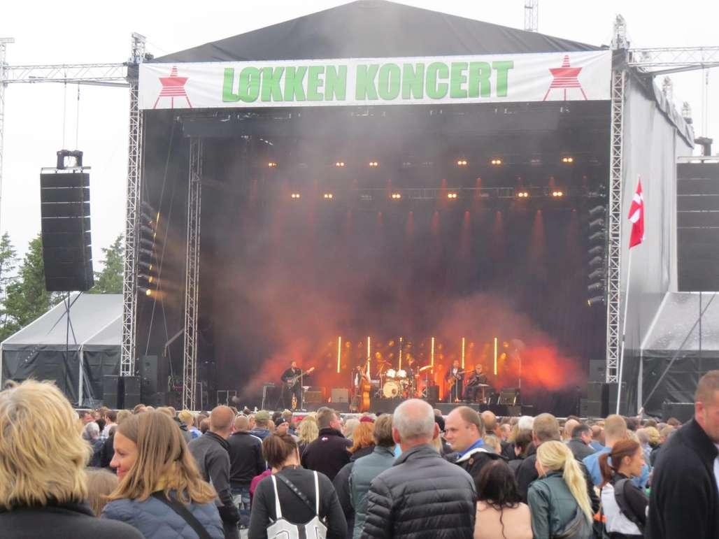 Løkken Koncert arrangeres hvert år med flere velkjente danske artister på scenen. I fjor spilte Kim Larsen opp til fest.