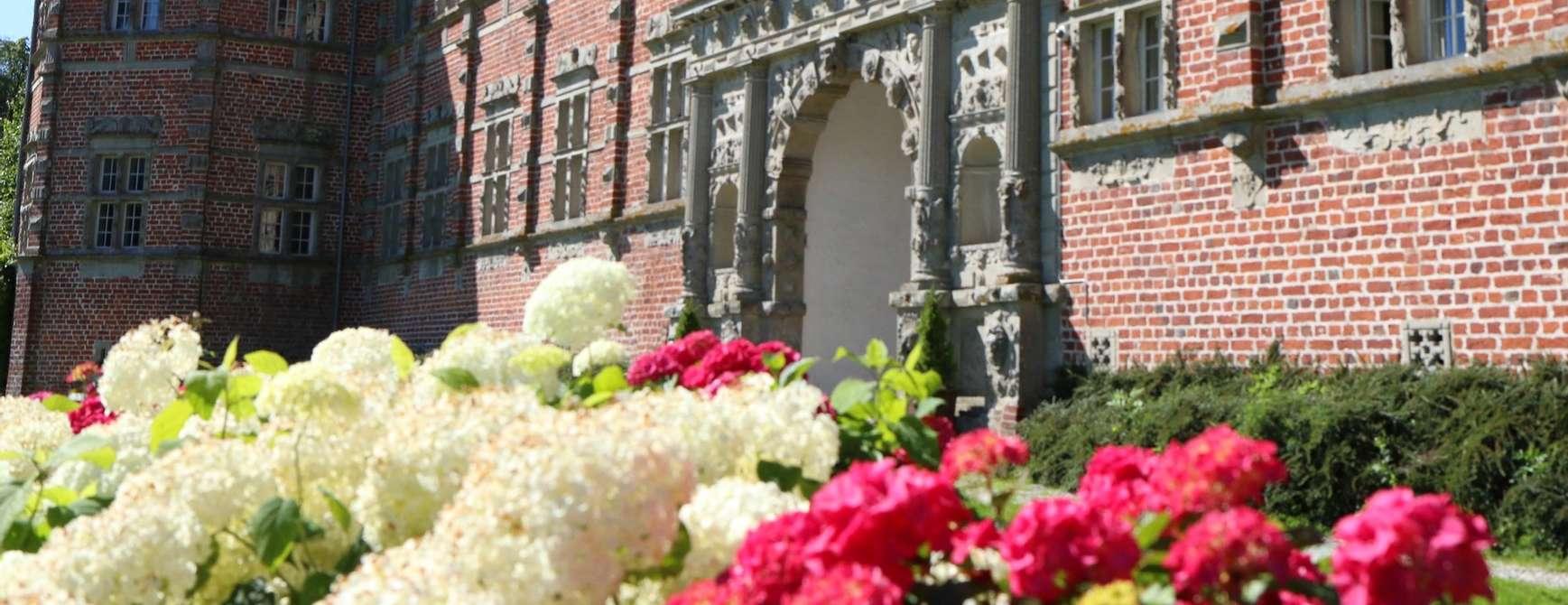 Voegaard slott i vakker blomst