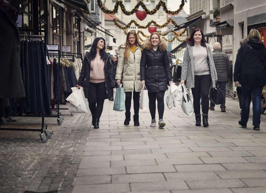 Shopping: Aalborg er ypperlig for juleshopping. Sentrum er tett og butikker og kjøpesentra er godt sentrert på et relativt lite areal. Dessuten er danskene trolig verdensmestere i å fallby sine varer på fortauet. Foto: Fjord Line