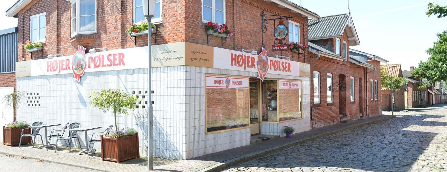 Pølser i lange baner: I en trivelig liten gate i den danske byen Højer, finner du Højer Pølser. Om du er glad i pølser, er dette stedet å besøke når du skal på tur til Danmark. Foto: Fjord Line
