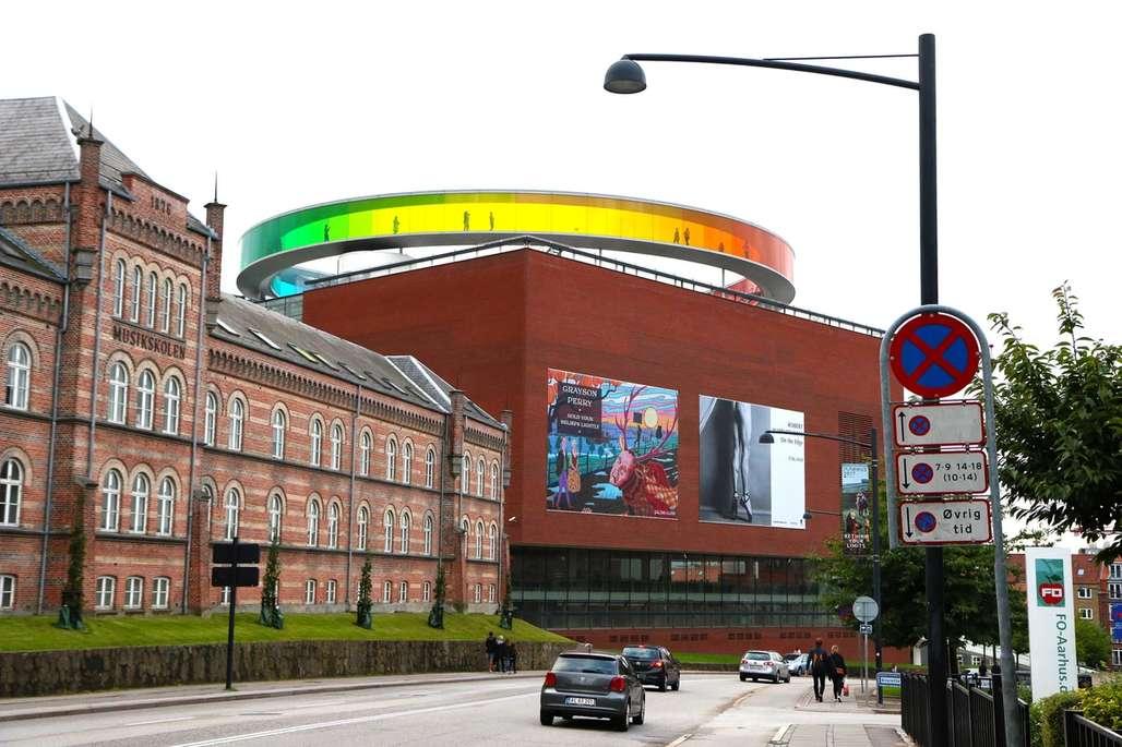 Landemerke: ARoS Kunstmuseum ble svindyrt å bygge, men er neppe noe Aarhus og aarhusianerne angrer på. Foto: Flemming Hofmann Tveitan/Fjord Line